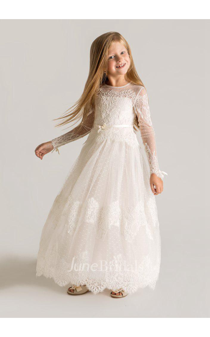 We are here to give you the flower girl dress of your dreams without the shocking price tag in this selection of discount flower girl gowns. Make the flower girls at your wedding feel like a princess with these amazing flower girl dresses at MissyDress UK online store.