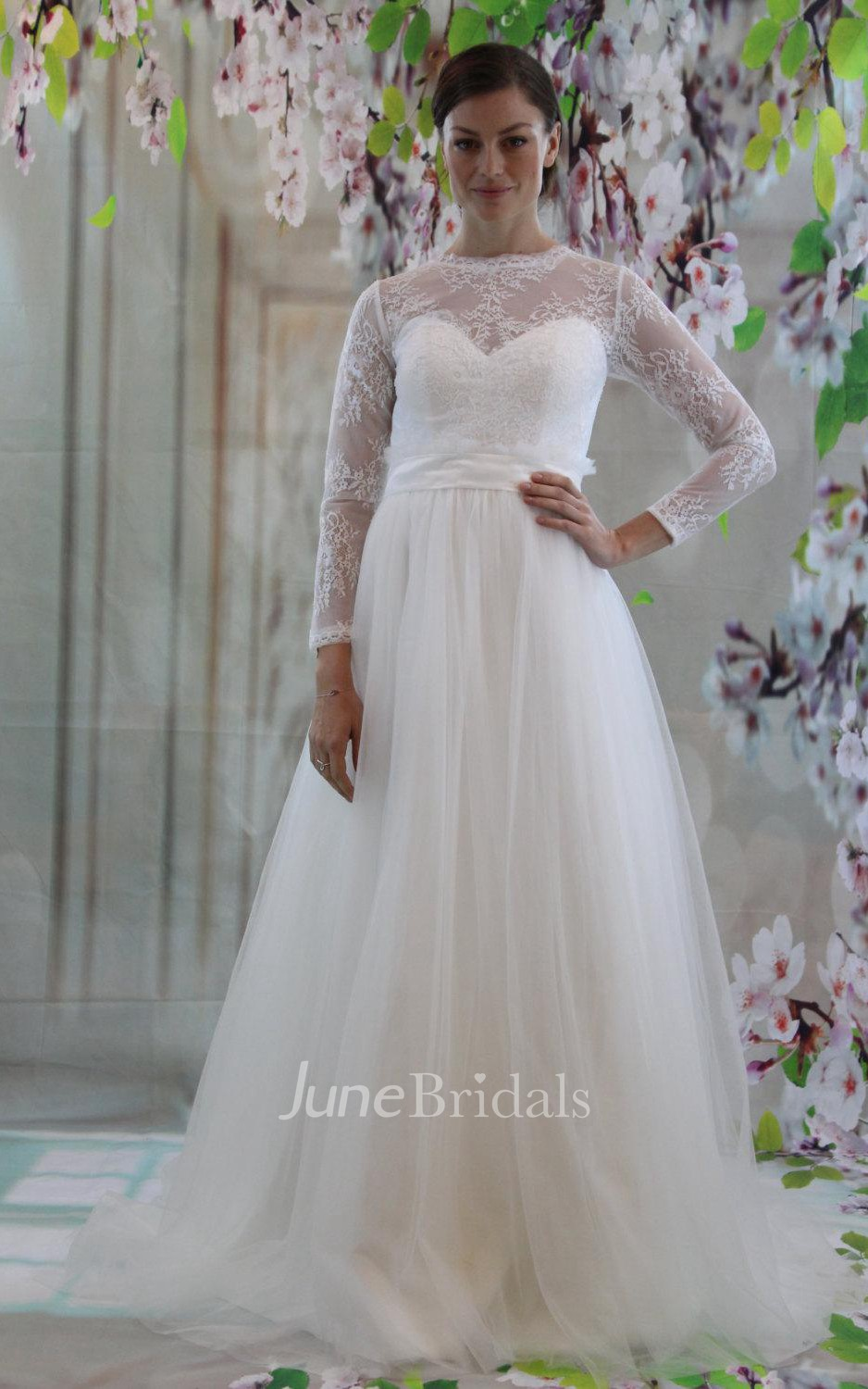 Long Sleeve A Line Tulle Wedding Dress With Lace Bodice