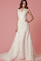 Sleeveless A-Line Lace Long Dress With Scalloped-Edge Neckline