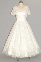 1950S Scalloped Neckline Short Sleeve Tulle and Lace Wedding Dress