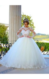 Delicate Long Sleeve Tulle Wedding Dress Ball Gown Lace Appliques
