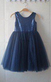 Sleeveless Scoop Pleated Knee-length Tulle Dress With Sequins&Flower