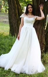 Floor-Length Tulle Taffeta Lace Low-V Back Wedding Dress