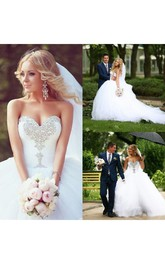 Sweetheart Neckline Crystal Court Train Tulle Bridal Gowns