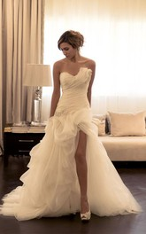 Sexy Ruffles Sweetheart Sleeveless Wedding Dress With Beading