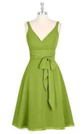 Sleeveless Low-V Neck A-Line Chiffon Dress With Bow Sash