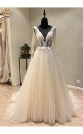 Elegant Floor-Length Sheer Long Sleeve Sexy Appliques Bridal Veil With Court Train
