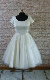 Scoop Neck Short Sleeve A-Line Tulle Wedding Dress With Appliques