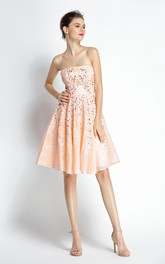 A-Line Strapless Sleeveless Knee-length Lace Prom Dress with Open Back and Beading