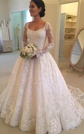 Elegant Lace Long Sleeve Bridal Gown with Applique