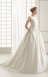 Graceful Sleeveless Bateau-necl V-back Gown With Decorative Bow at Back