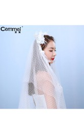 Korean Bride With A Bouquet Of Flowers Studio Wedding Photography Brigade Shot Waist Point Gauze Headdress