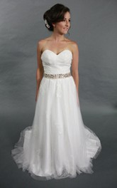 Sweetheart A-Line Tulle Wedding Dress With Beading and Appliques