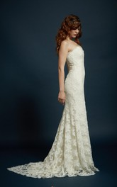Romantic Strapless Sweetheart Neckline Slight Fit and Flare Skirt With Scalloped Train