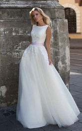 Elegant Chiffon and Tulle Scoop-neck Corset Back Wedding Gown with Applique