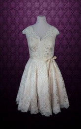Retro Champagne Lace Knee Length Thin Sash Short Wedding Dress