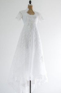 Vintage Queen Anne Neck Short Sleeve Lace Wedding Dress