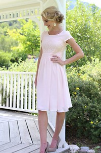 Short Sleeve Knee-length Dress With Lace Embellishment