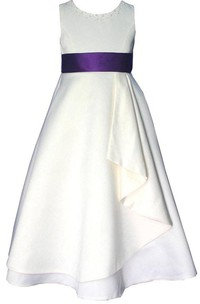 Sleeveless A-line Satin Dress With Beadings and Bow