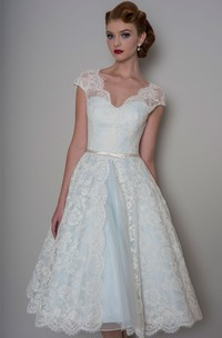 A-Line Knee-Length Appliqued V-Neck Cap Sleeve Lace Wedding Dress