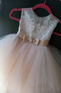 Beautiful Tea-length Tulle Dress With Bow Sash Ribbon