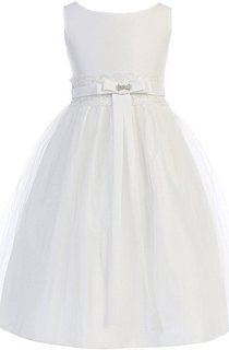 Sleeveless A-line Tulle Dress With Bow and Appliques