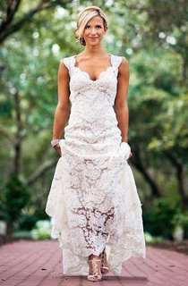 Country Cap-sleeved V-neck Long Lace Dress With Keyhole Back
