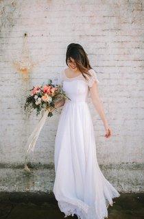 Scoop Neck Cap Sleeve A-Line Chiffon Wedding Dress With Lace Hem