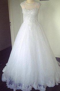 Jewel Neck Short Sleeve A-Line Tulle Wedding Dress With Lace Hem
