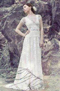 Boho Illusion V-Neck Lace Floor-Length Wedding Dress With Sweep Train