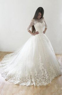 Ball Gown Tulle Lace Satin Weddig Dress With Button