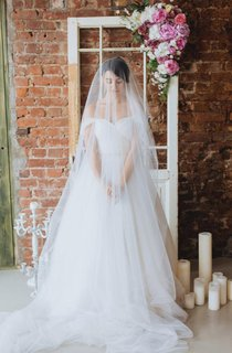 Off-The-Shoulder Tulle Ball Gown Floor-Length Dress
