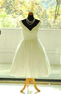 Tea-Length V-Neck Tulle Weddig Dress