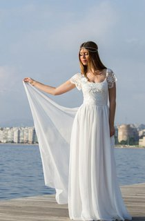Scoop Cap Backless Long Chiffon Wedding Dress With Flower And Lace