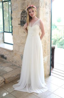 Deep-V-Neck Sleeveless Chiffon Sleeveless Wedding Dress With Ribbon