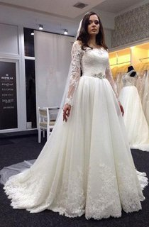Elegant Bateau Long Sleeve Tulle Wedding Dress With Lace