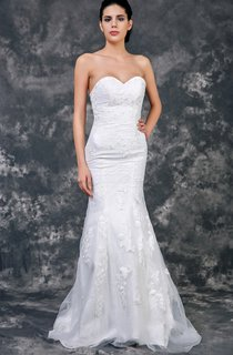 Fit and Flare Sweetheart Strapless Lace Dress With Court Train