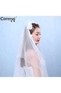 Korean Bride With A Bouquet Of Flowers Studio Wedding Photography Brigade Shot Waist Point Gauze Headdress