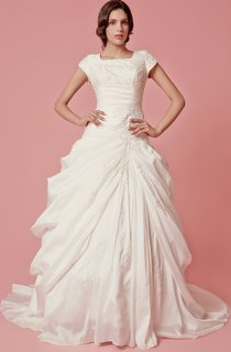 Vintage Short Sleeve Ball Gown Wedding Dress