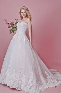 Vintage-inspired Floral Motif Wedding Dress With Train