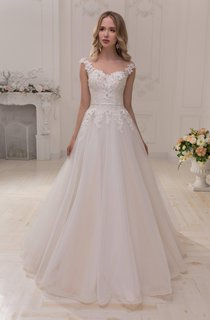 Scoop-Neck Cap-Sleeve A-Line Tulle Ball Gown Wedding Dress With Appliques