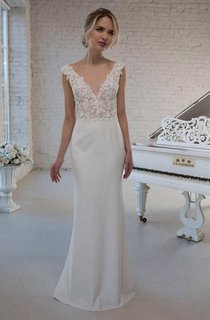 Plunged Sleeveless A-Line Tulle Satin Wedding Dress With Appliqued Top