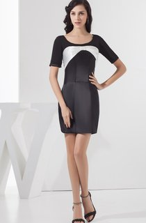 Short-Sleeve Body-Fitting Mini Dress with Bowed Design