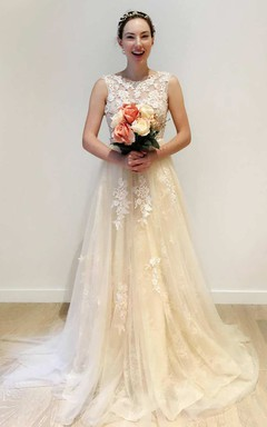 Scoop-Neck Sleeveless A-Line Tulle Wedding Dress With Appliques Deep-V Back