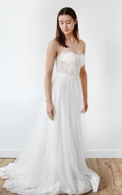 Sweetheart A-Line Tulle Appliqued Wedding Dress With Sweep Train