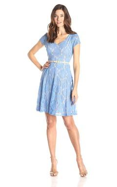 Short-sleeved V-neck A-line Short Lace Dress