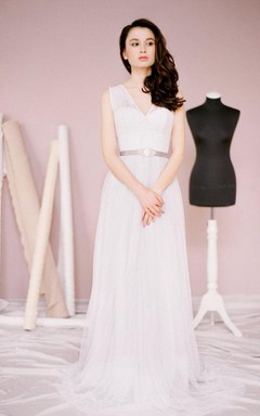 V-Neck Sleeveless A-Line Tulle Wedding Dress With Sash