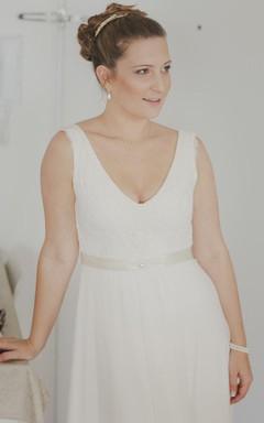Sleeveless Plunged Chiffon Floor-Length Wedding Dress With Ribbon