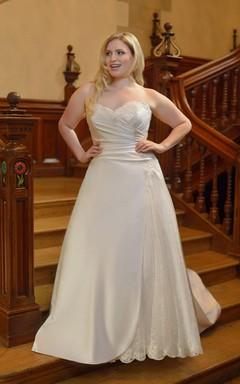 A-Line Long Sweetheart Sleeveless Satin Court Train Ruching Dress