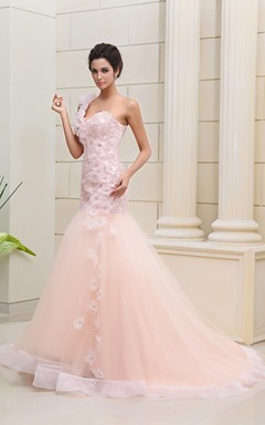 Flaterring Blushing Siren Gown With Flowers And Lace